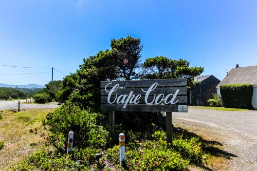 Cape Cod Cottages - Waldport, OR