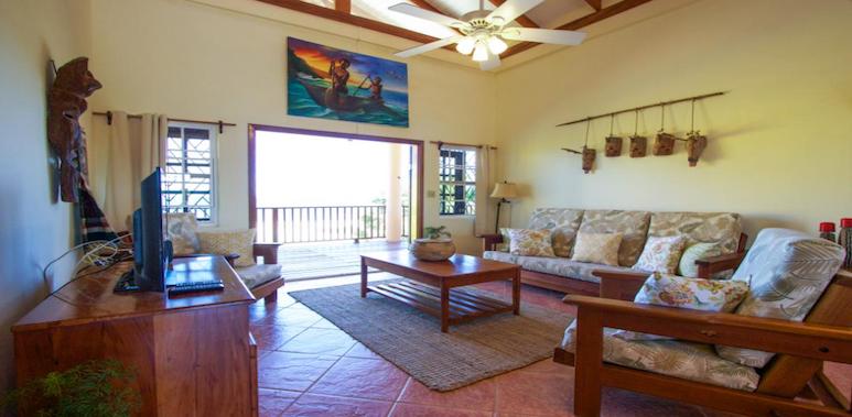 Mirasola Villa living room