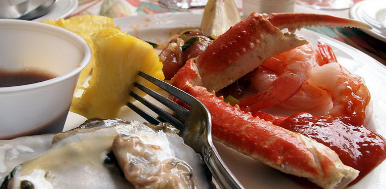 Maui Fine Dining - Crab legs and oysters.