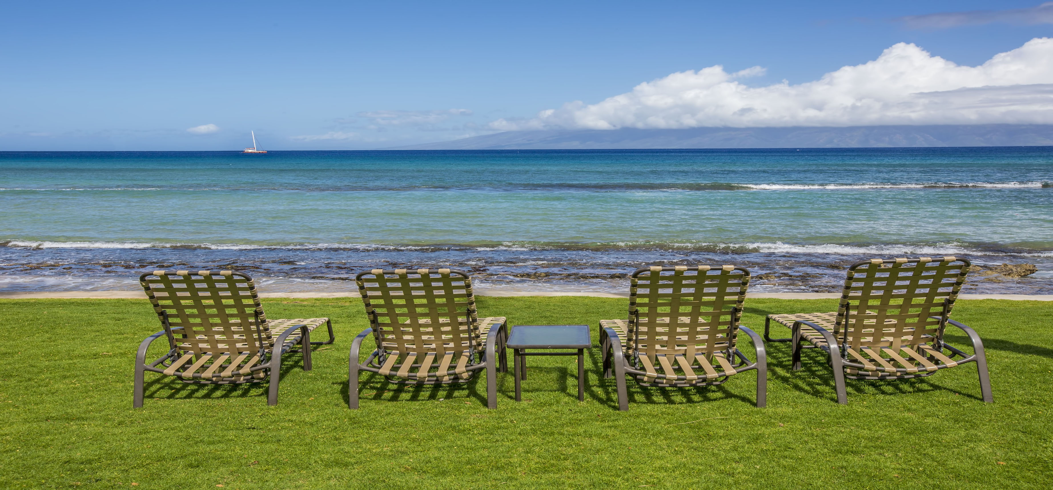 Kaanapali Beach Rentals - Paki Maui - Lawn chairs facing the ocean.